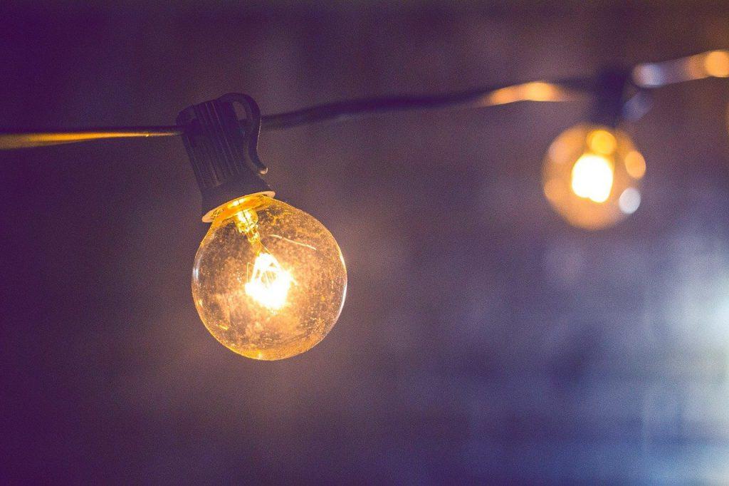 a string of light bulbs